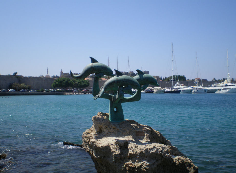 Three Dolphins Statue